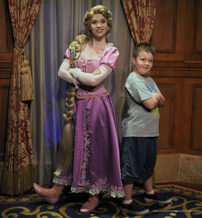 Ronin channels Flynn Ryder meeting Rapunzel Disney World