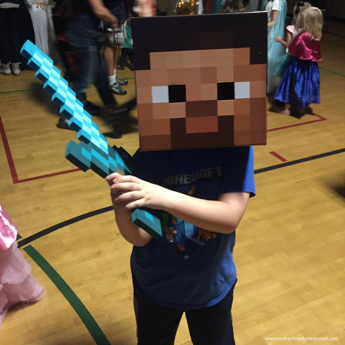Minecraft-Steve-Box-Head-Costume