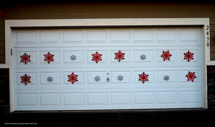 Brilliant-Garage-Door-Holiday-Decor