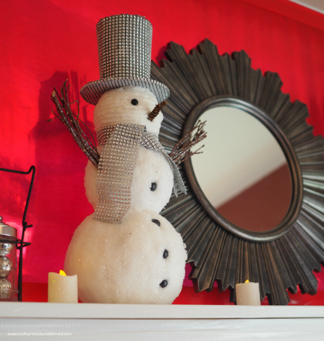 snowman-on-holiday-mantle
